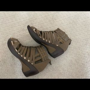 Jambu Shoes - Jambu Jean Encore gladiator sandal.